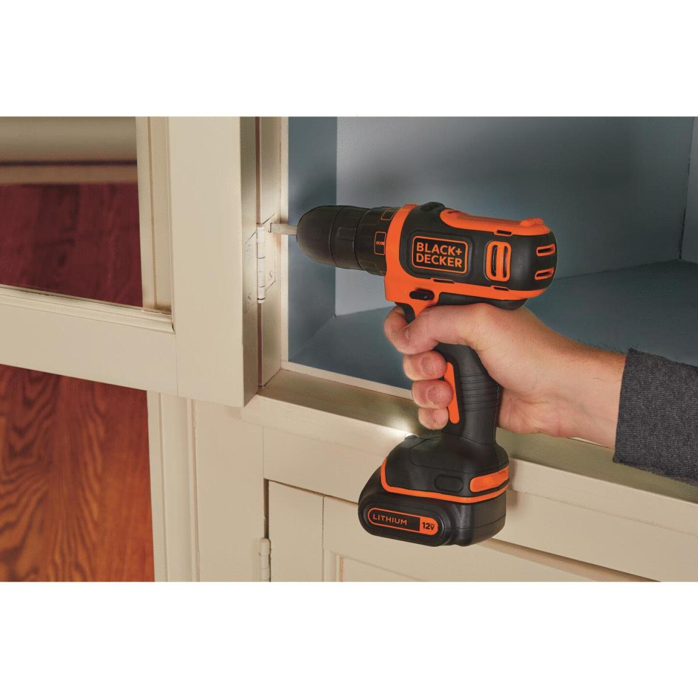 Black & Decker 12 Volt MAX Lithium-Ion 3/8 In. Cordless Drill Kit Image 4